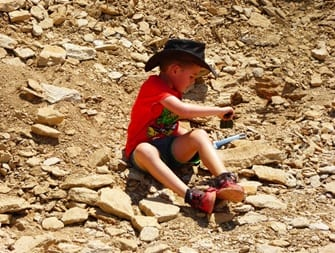 Digging for real Australian dinosaur bones in queensland - RIchmond and WInton QLD