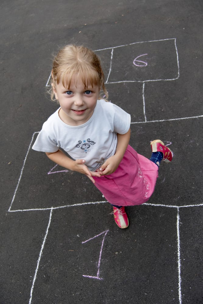 Play hopscotch for primary school kids