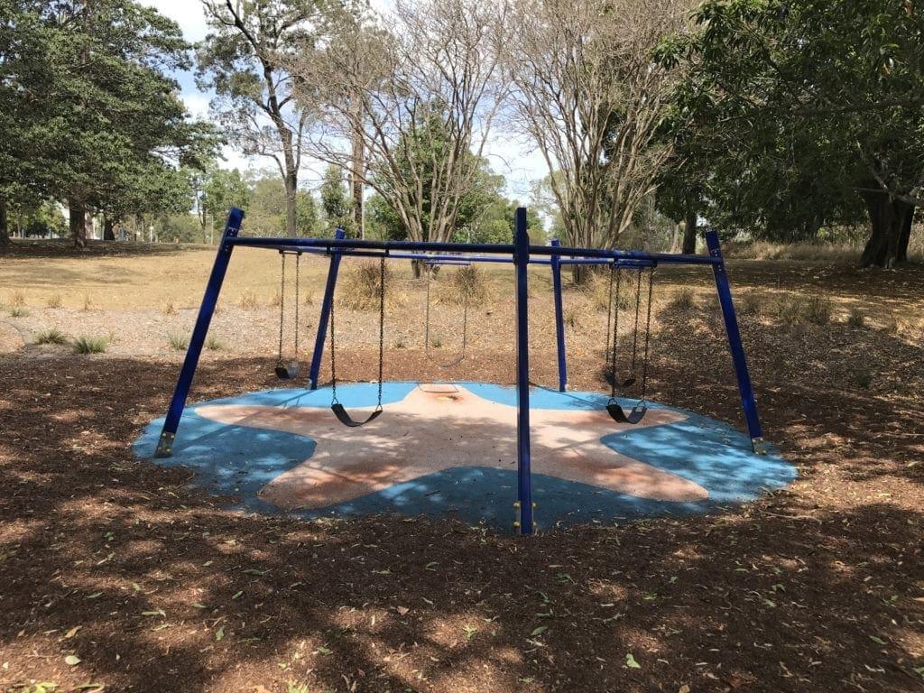 colmslie beach reserve swings