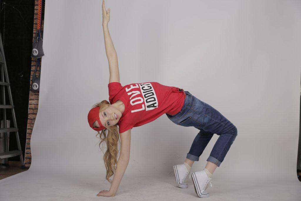 Teen contemporary dancer