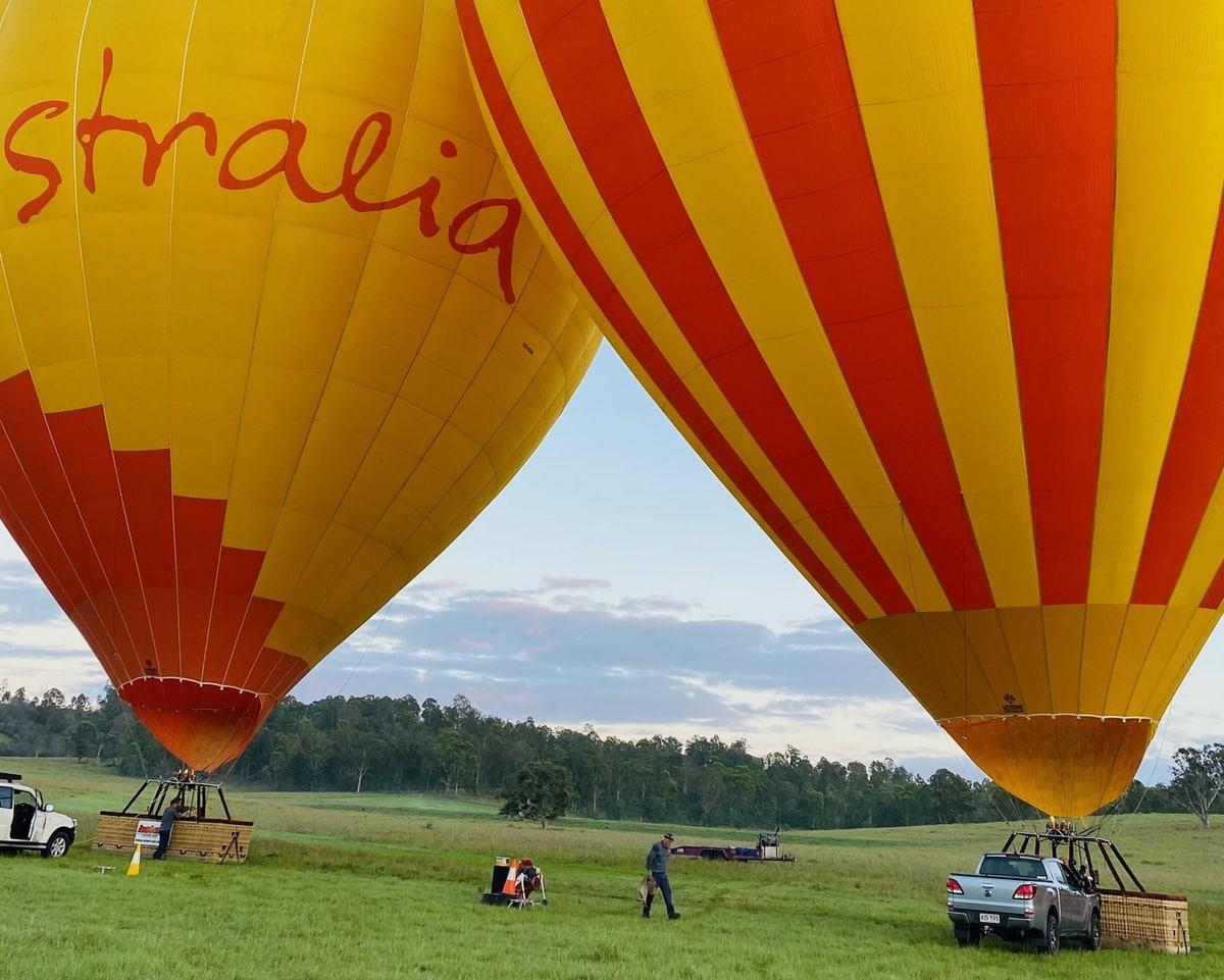 hot air balloon Brisbane - early morning shot