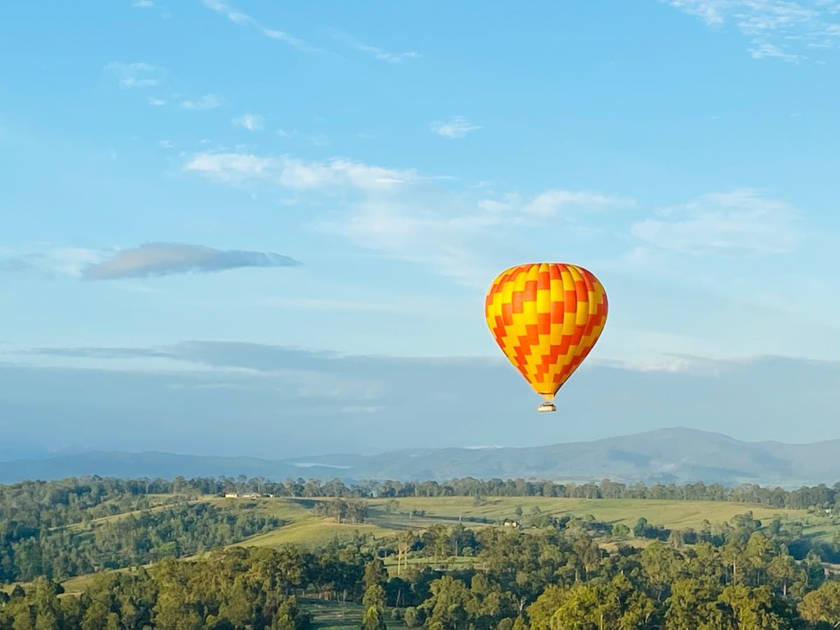 hot air balloon Brisbane - early morning shot