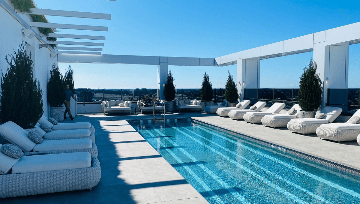 Hotel X rooftop pool - featured image