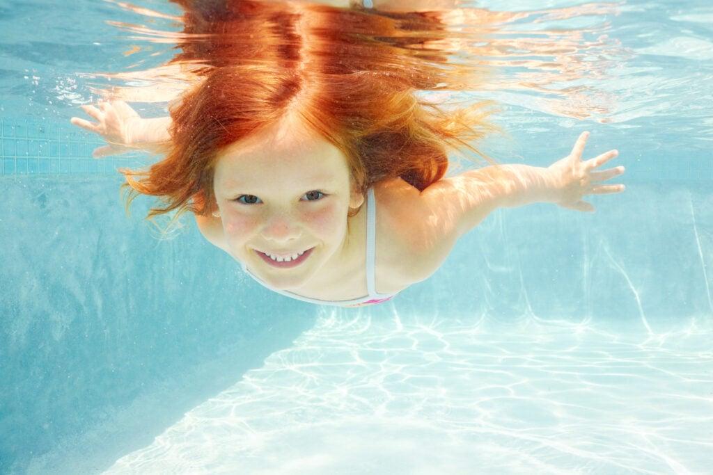girl confidently swimming underwater